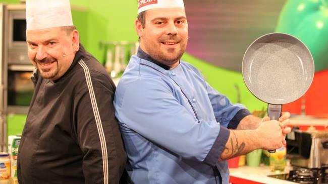 """Тргнаа да им ја """"украдат"""" работата на шефовите, па им го """"украдоа"""" шоуто: Кои двајца скопски боеми направија урнебес, ама не салата, во """"Брза кујна""""?"""