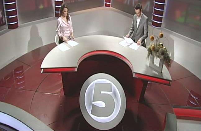 Упад во вестите на Канал 5: Водителката посака да биде презентерка!? (ФОТО)