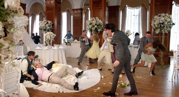 Невестата решила да го задржи своето презиме, па сватовите се испотепале!