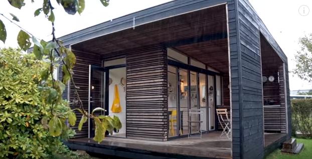 (ВИДЕО) Четиричлено семејство живее во 22 квадрати- внатре е вистински рај