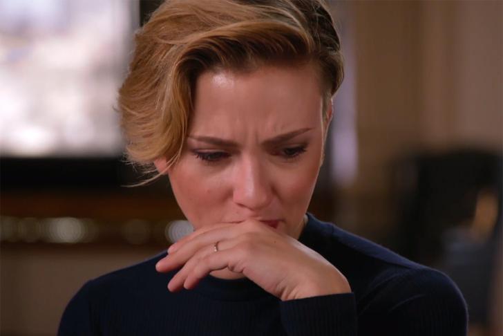 Познатата актерка се загуши во солзи поради смртта на членовите од семејството!