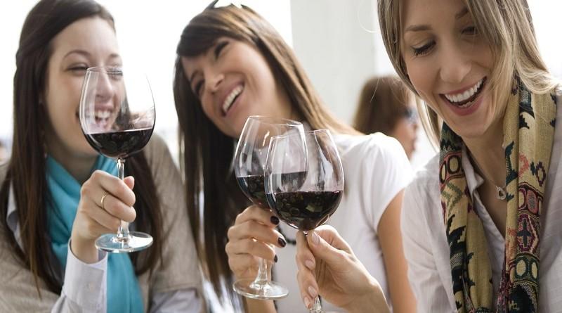 Македонките пијат двојно повеќе вино од мажите