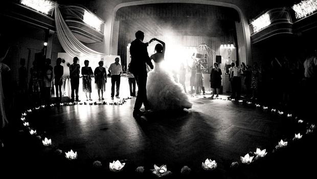 Кои биле песните за првиот танц на кралските свадби? (ВИДЕО)