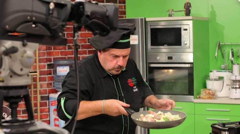 """(ФОТО) Кога ќе се исклучат камерите: Погледнете каква згодна риба """"провалува"""" во """"Брза кујна""""!"""