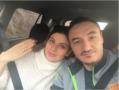 """Нина се пофали со вереничкиот прстен, ама ја покажа и сестра и: Жена му на Борко е """"авион"""", ама балтската му е… """"ангел""""! (ФОТО)"""