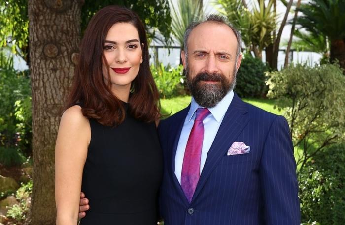 (ФОТО) Ѕирнете во домот на најпознатата турска двојка, Онур и Шехерезад