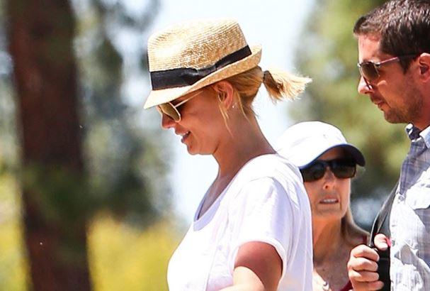 (ФОТО) Неверојатна промена: Бритни Спирс во бикини покажа колку ослабе!