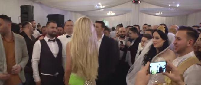 (ВИДЕО) На мажите им потекоа лиги: Танчарки со врел танц на турска свадба- видеото го гледаа 7 милиони!