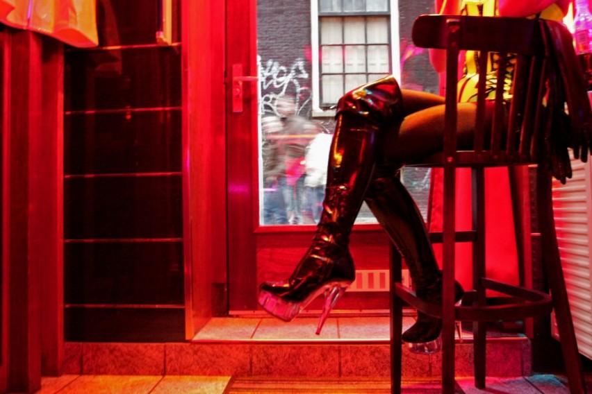 """Реалноста за девојките од Red Light District: """"Уринираа на нас, нè исмеваа и продаваа како предмети!"""""""
