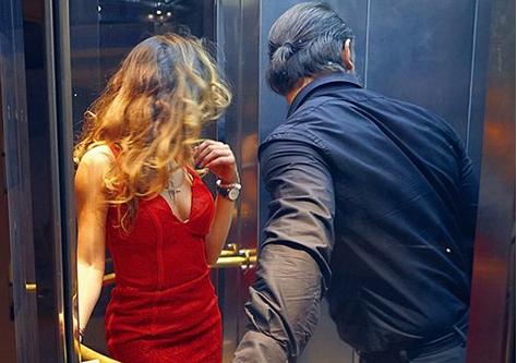 """Љупка и Спејко – љубов во лифтот: Љубовен повик на """"дамата во црвено"""" или кога на Љупка ќе и се присака… да води љубов! (ФОТО)"""