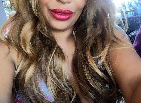 (ФОТО) Ќерката на познатиот пејач доживеа катастрофа: Поради силиконите остана без брадавици!