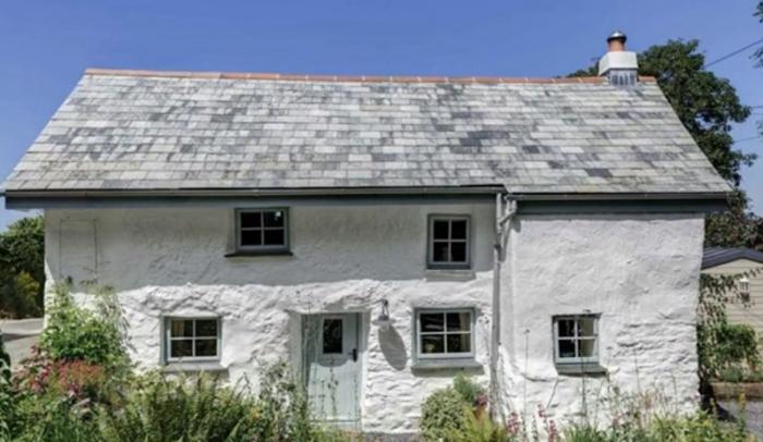 (ВИДЕО) Од надвор изгледа како 300 години стара куќа, но внатрешноста ќе ве остави без текст