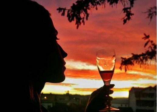 Кодот на Анастасија Деа Богдановска: Со бакнежи на дождот и тајна порака пред самрак… Само, кому? (ФОТО)