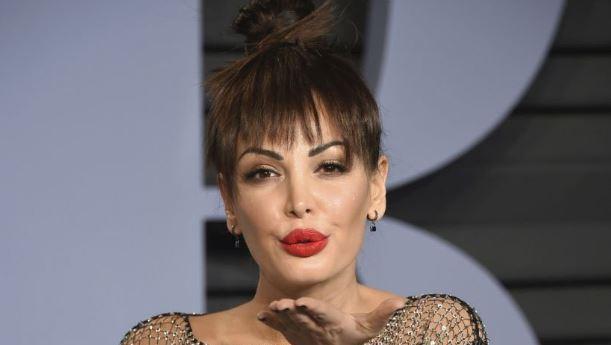 (ФОТО) Албанската пејачка и актерка на оскаровската забава се појави скоро гола, па мораа да ја цензурираат!