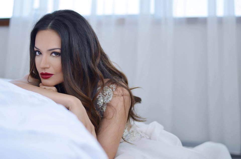 Таа е или не? – Елена Ристеска без грам шминка со својата љубов (фото)