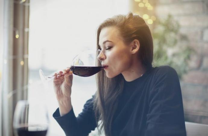 Алкохолот предизвикува ПМС?