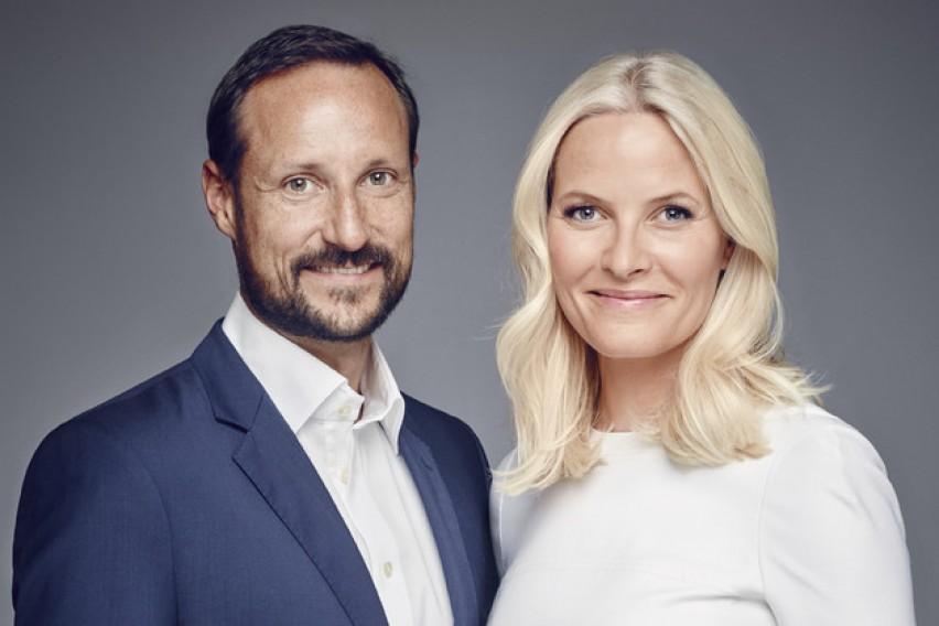 Норвешкиот принц се оженил со келнерка со вонбрачно дете: Сите ја мразеле, а 17 години подоцна…