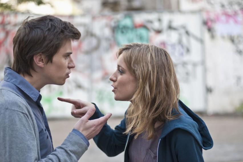 Пет рани знаци дека сте во врска која може да стане насилна