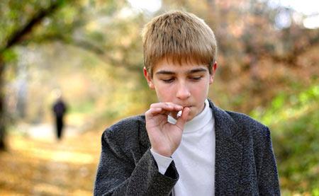 Како вашето дете-тинејџер да остане подалеку од цигарите?
