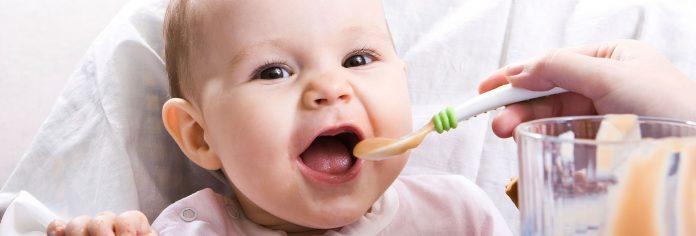 Вечна дилема за сите мајки: Колку треба да јаде бебето?