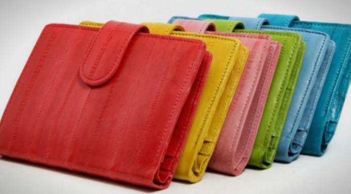 Верувања: Како да изберете паричник и да ви носи среќа?