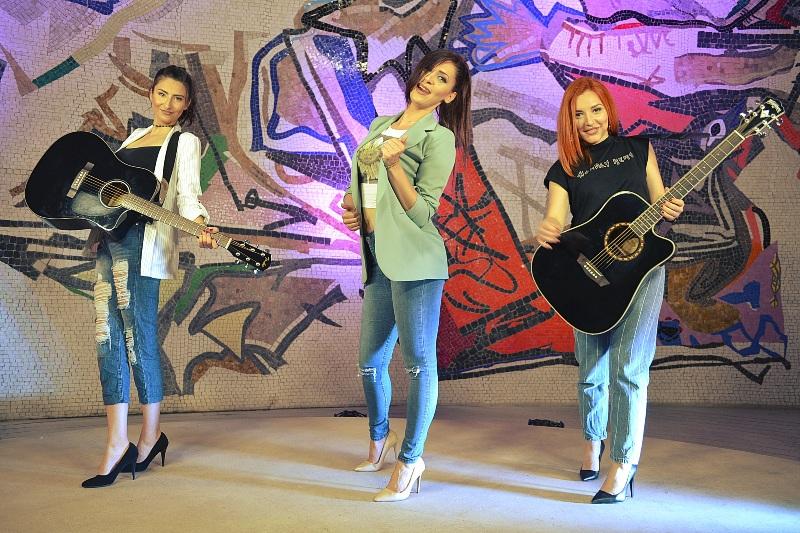 """""""The chicks"""": Музиката и нотите ги избравме како азбука и јазик преку кој се изразуваме"""