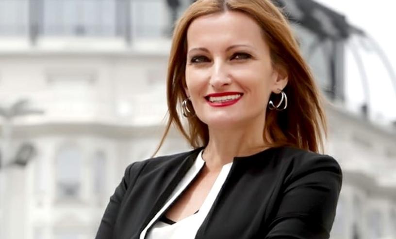 (ФОТО) Сузана Турунџиева се пофали со својата матурантка: Лора едноставна ама како кукла!