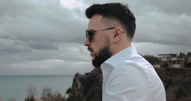 Новата песна на Влатко Лозаноски направи милион километри, но дали нова девојка ги прави првите чекори во врската со пејачот? (ФОТО)