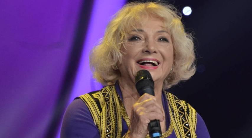 Кога таа пее цело студио е на нозе: 90 – годишната Доби од Дојран растури во музичкото шоу
