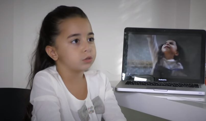 (ВИДЕО) Српските медиуми ја посетија Мелек во вистинскиот дом: Ќе се воодушевите од оваа мала, но сјајна ѕвезда!