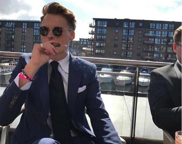 (ФОТО) Има 24 години и е третиот најмлад милијардер на светот, а богатството му го остави тато!
