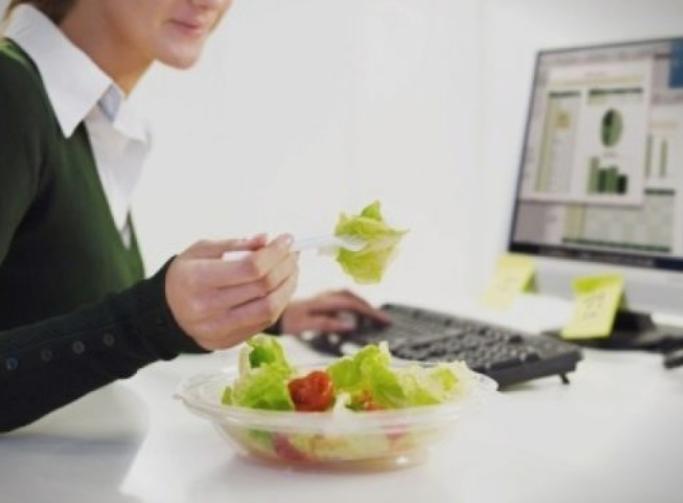 Пет вкусни и здрави производи што треба да се најдат на вашата работна маса