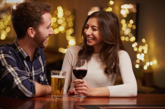Практикувате да  пиете алкохол со партнерот – ова се вестите за Вас…