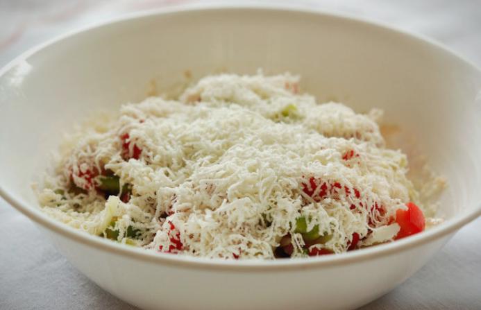 Збогум за шопската салата: Никако не мешајте домати, краставици и сирење!