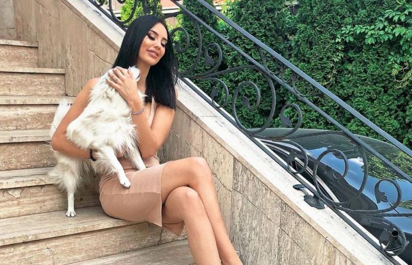 (ФОТО) Најголемата куќа во населбата: Катарина Грујиќ ги отвори вратите од својот луксузен дом