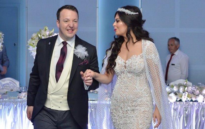 (ФОТО) Елегантнo и роматично: Се ожени Александар Николоски, потпретседателот на ВМРО-ДПМНЕ, а ова е неговата сакана