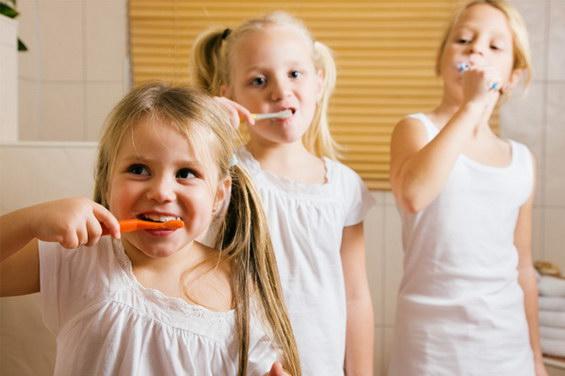 Како да го мотивирате вашето дете да ги мие забите?