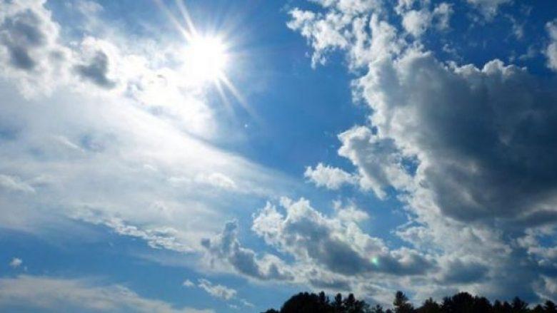 Викенд прогноза: Сончево и топло, попладне нестабилно со пороен дожд