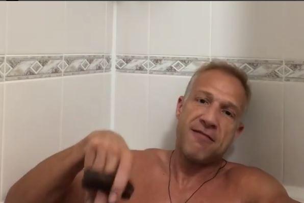 (ВИДЕО) Милан Калиниќ се снимаше гол во када: Видеото направи хаос на Инстаграм