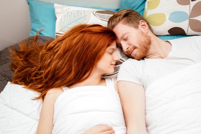Спиењето во прегратката на саканата личност има позитивно влијание на вашето здравје