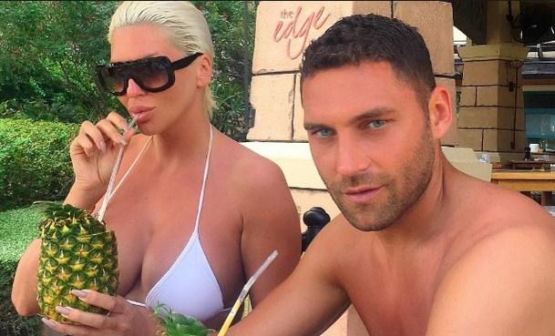 Испливаа провокативни фотографии на Душко Тошиќ: Сопругот на Карлеуша се сликаше гол за медиумите, многу порано, пред таа да го стори тоа (ФОТО 18+)