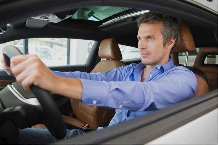 Како да останете безбедни кога возите на подолг пат сами