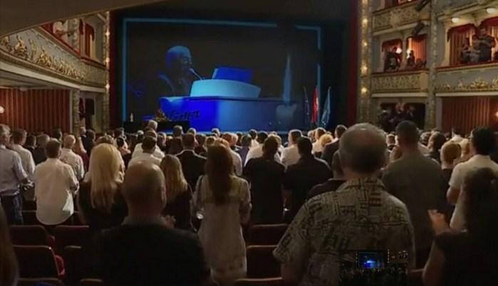 Хрватска се прости од Оливер: Целиот театар пееше во еден глас со солзи и аплауз кој траеше бескрајно (ФОТО+ВИДЕО)