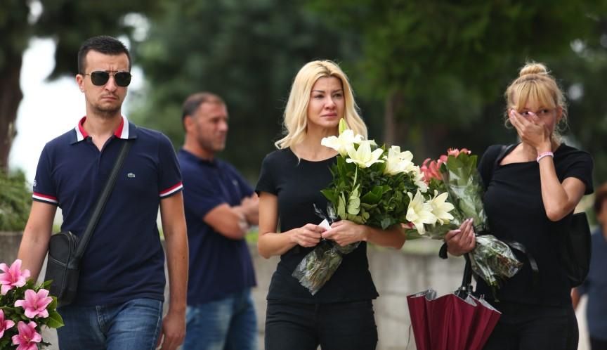 Последен поздрав: Семејството, родините, пријателите колегите и фановите го испратија Влатко во вечниот дом