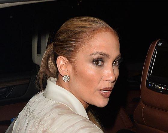 Џенифер Лопез на фотографии без фотошоп изгледа како секоја друга просечна жена (фото)