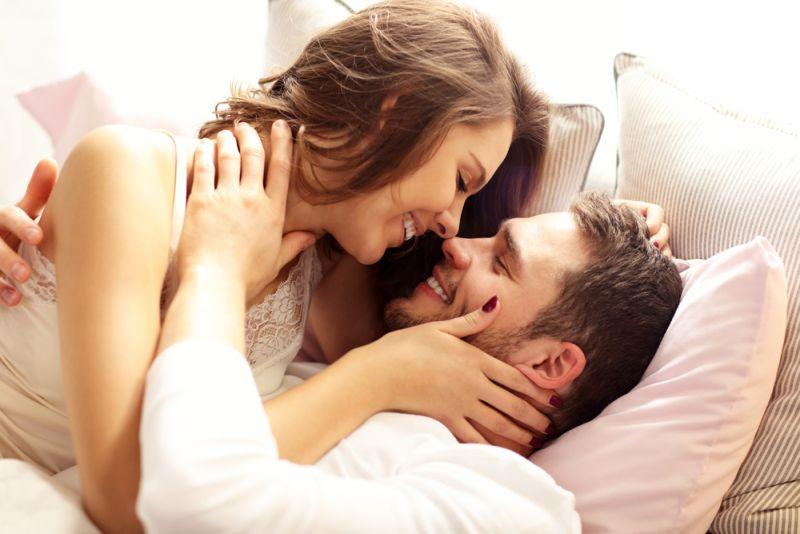 Време е за романтично водење на љубов: 3 состојки за совршена секс атмосфера