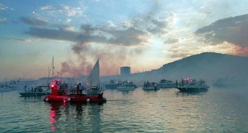 (ВИДЕО) Тешко кој ги задржа солзите: Оливер Драгојевиќ со стотина бродови испратен кон вечното почивалиште