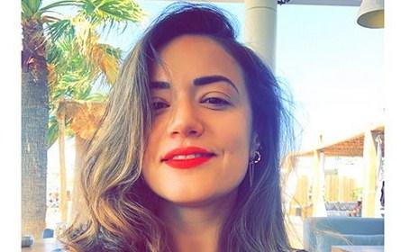 Еве каде, како и со кого летува Елена Ристевска: Пејачката раскомотена ужива на Миконос (ФОТО)