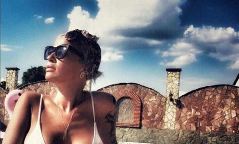 """Пред и потоа: Миа Костова објави фотографија од тоа како изгледаа нејзините природни и """"напумпани"""" усни (фото)"""
