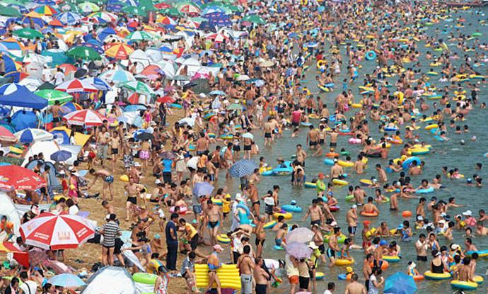 Најпосетената плажа на светот: 40.000 луѓе на 500 метри